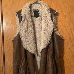 Maurice's Faux fur & leather vest with pockets 3X
